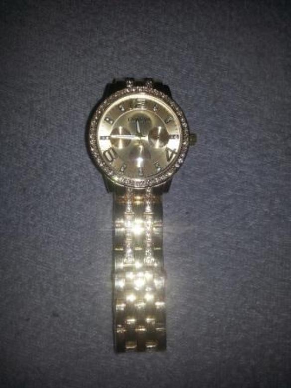 3a4d7f37ff Krásné dámské hodinky zlaté barvy - 200 Kč - Trendbook