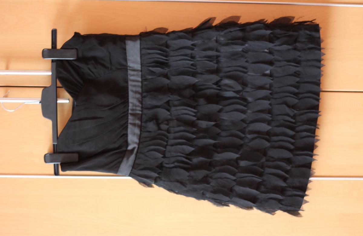 Černé peříčkové šaty bez ramínek z New Yorker - 200 Kč - Trendbook 9e35d20dc5c