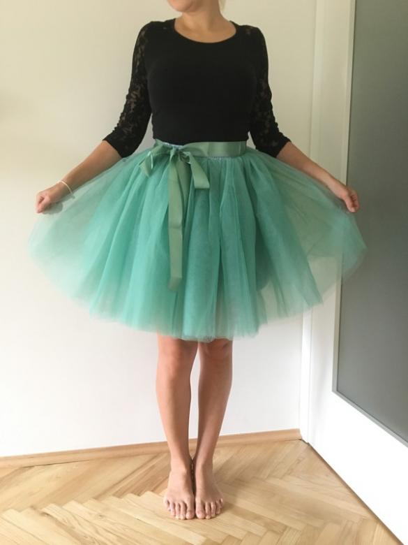 17e36b15bebe Zelena matova tutu sukne nadychana butik 550 Kč